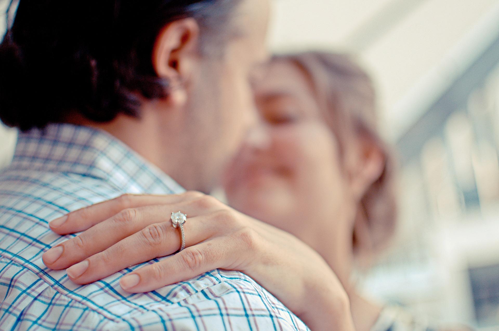 logodna inel - sfatulparintilor.ro - pixabay_com