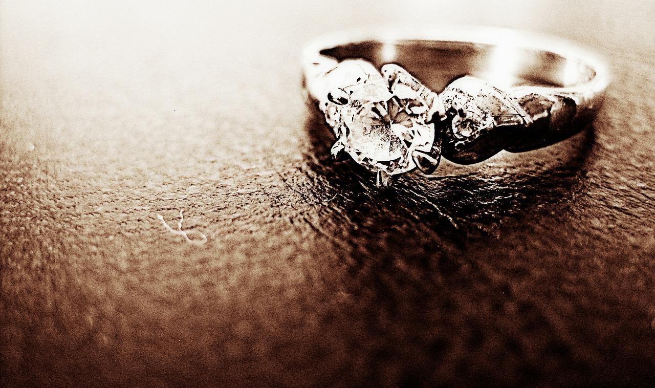 cerere in casatorie- inel - logdna - sfatulparintilor.ro - pixabay_com