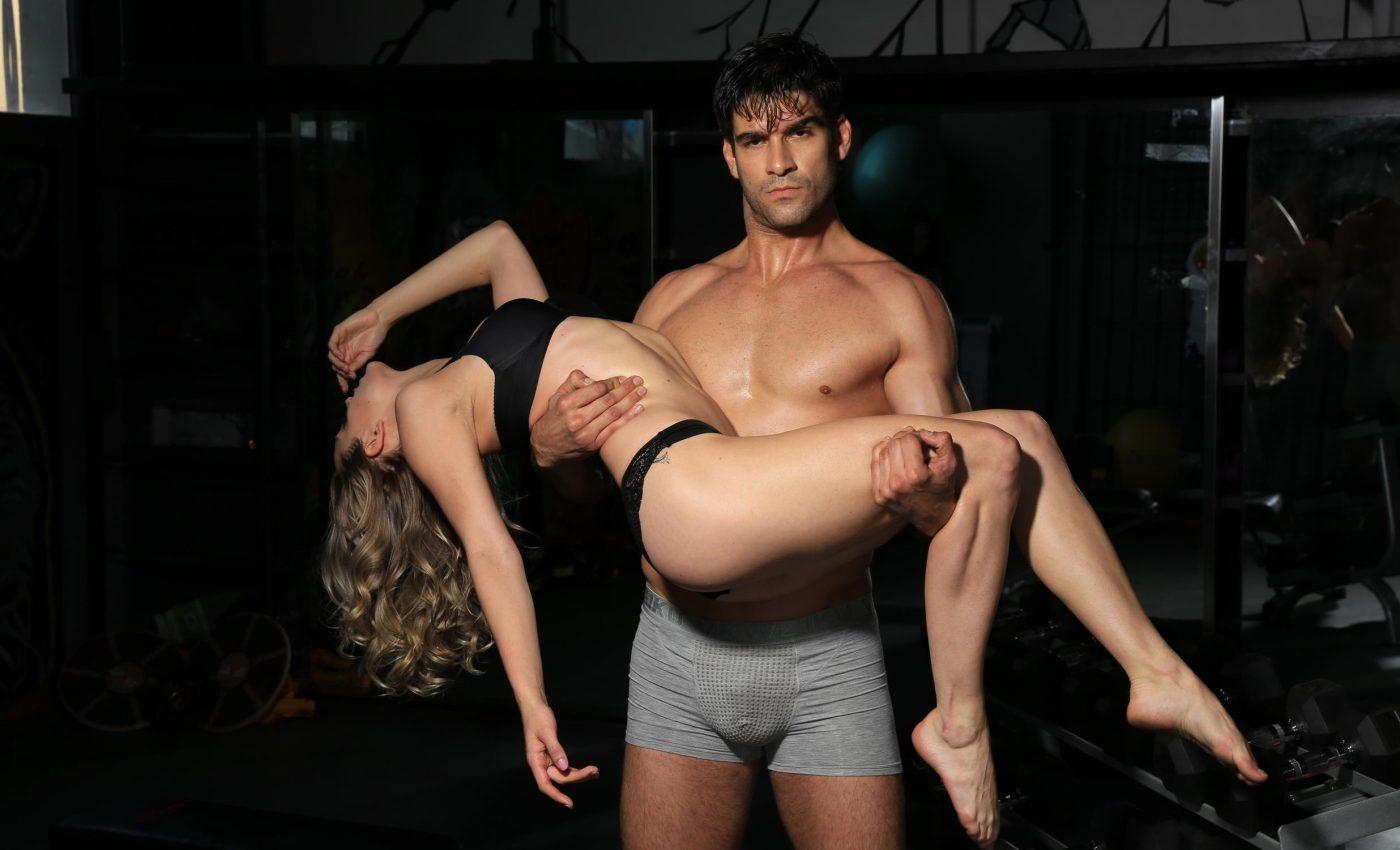 cum sa-ti satisfaci sotia - cuplu sexy - sfatulparintilor.ro - pixabay_com -2784234