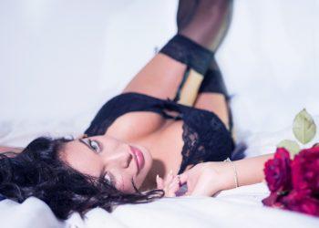 femeia perfecta - sfatulprintilor.ro - pixabay_com - lingerie-2616801_1920