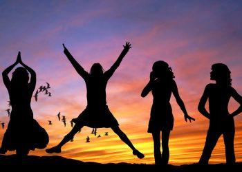 femei - sfatulparintilor.ro - pixabay_com - girls-407685