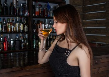sex femei alcool - sfatulparintilor.ro - pixabay_com - girl-1064664_1920