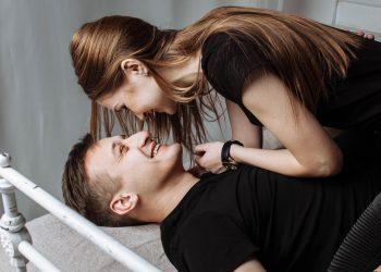 cele mai ciudate pozitii sexuale - sfatulparintilor.ro - pexels-photo-326582