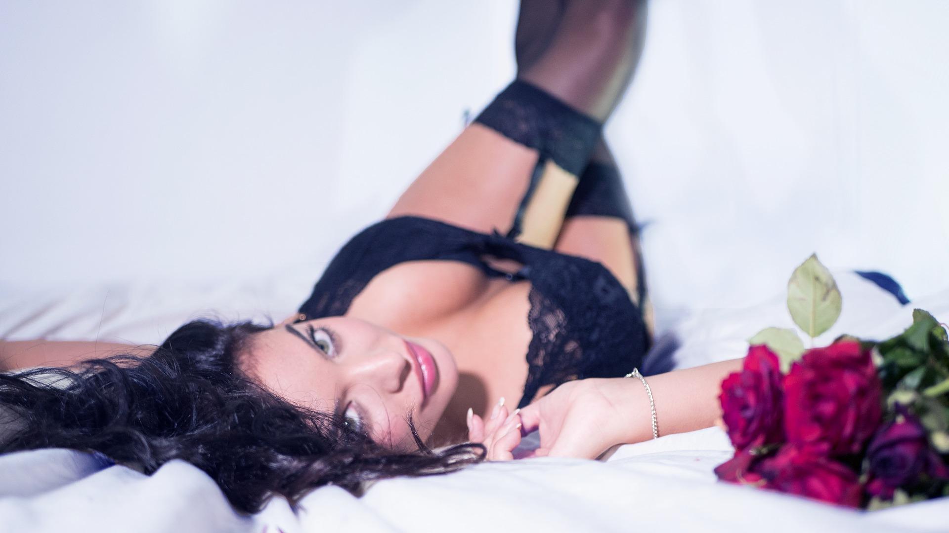 ce pozitie folosesti - sfatulparintilor.ro - pixabay_com - lingerie-2616801_1920