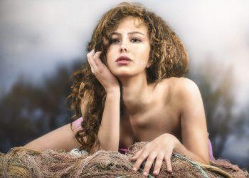 cum sa atingi sanii unei femei - sfatulparintilor.ro - pixabay_com - portrait-4640997_1920