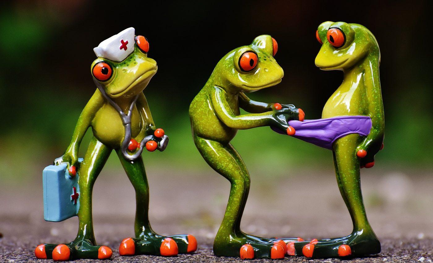accidente sexuale -sfatulparintilor.ro -pixabay_com- frogs-1672890_1920