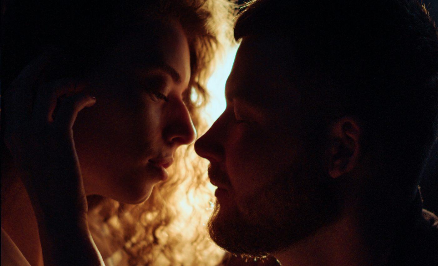 cum sa innebunesti femeile - sfatulparintilor.ro - pixabay_com - woman-about-to-kiss-man-3479059