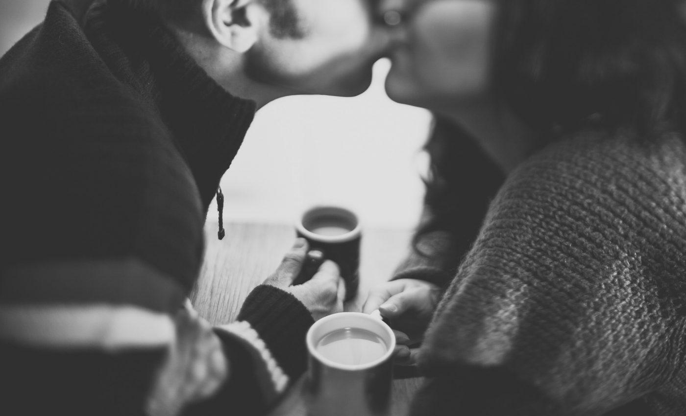 nu esti sarutat la prima intalnire - sfatulparintilor.ro - pixabay_com - couple-1031639_1920