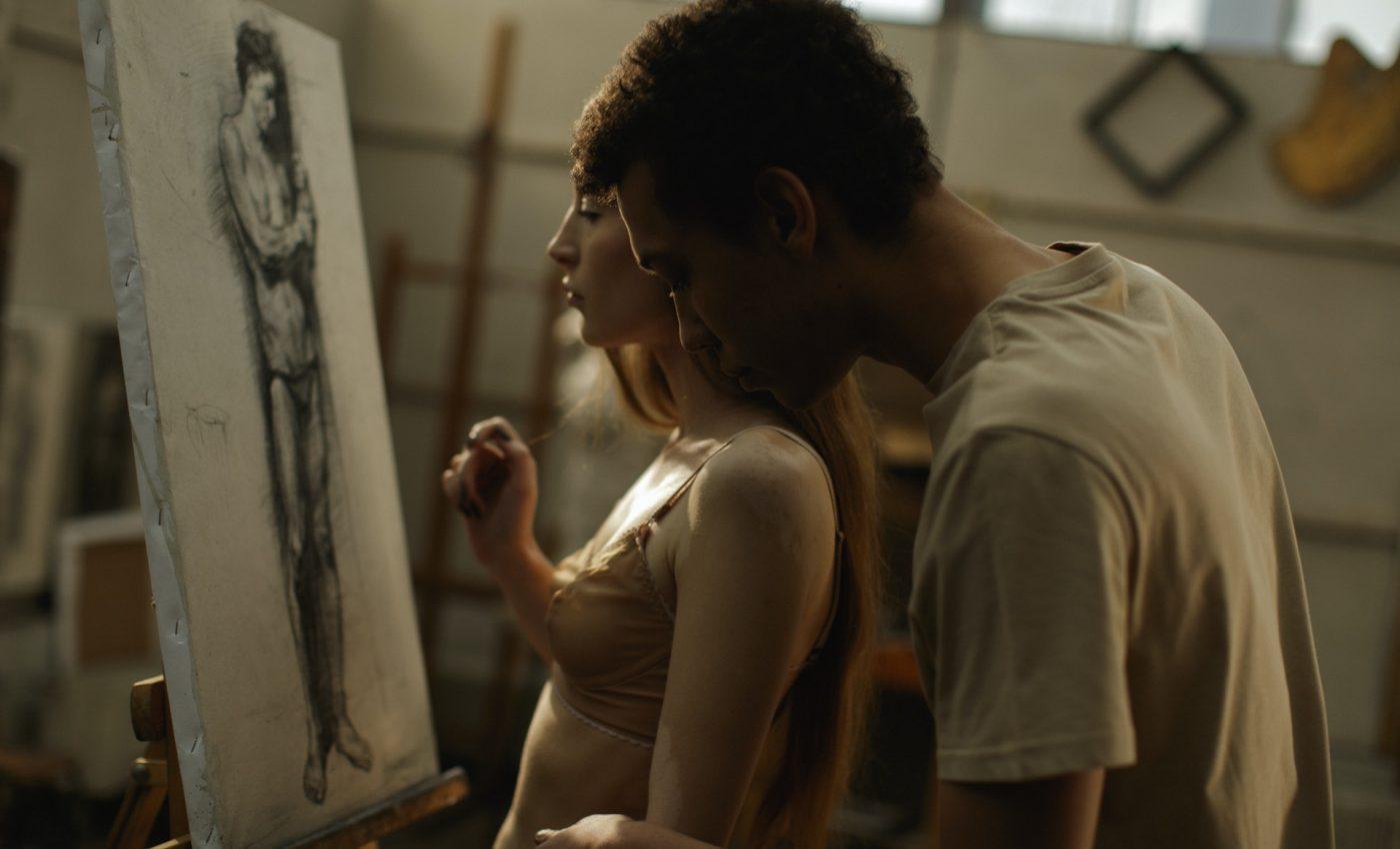 Ce inseamna sex de calitate -sfatulparintilor.ro - pexels_com - man-in-brown-shirt-kissing-woman-in-white-tank-top-3778898