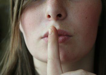 secrete pe care partenera ta nu ti le spune - sfatulparintilor.ro - pixabay-com - secret-2725302_1920
