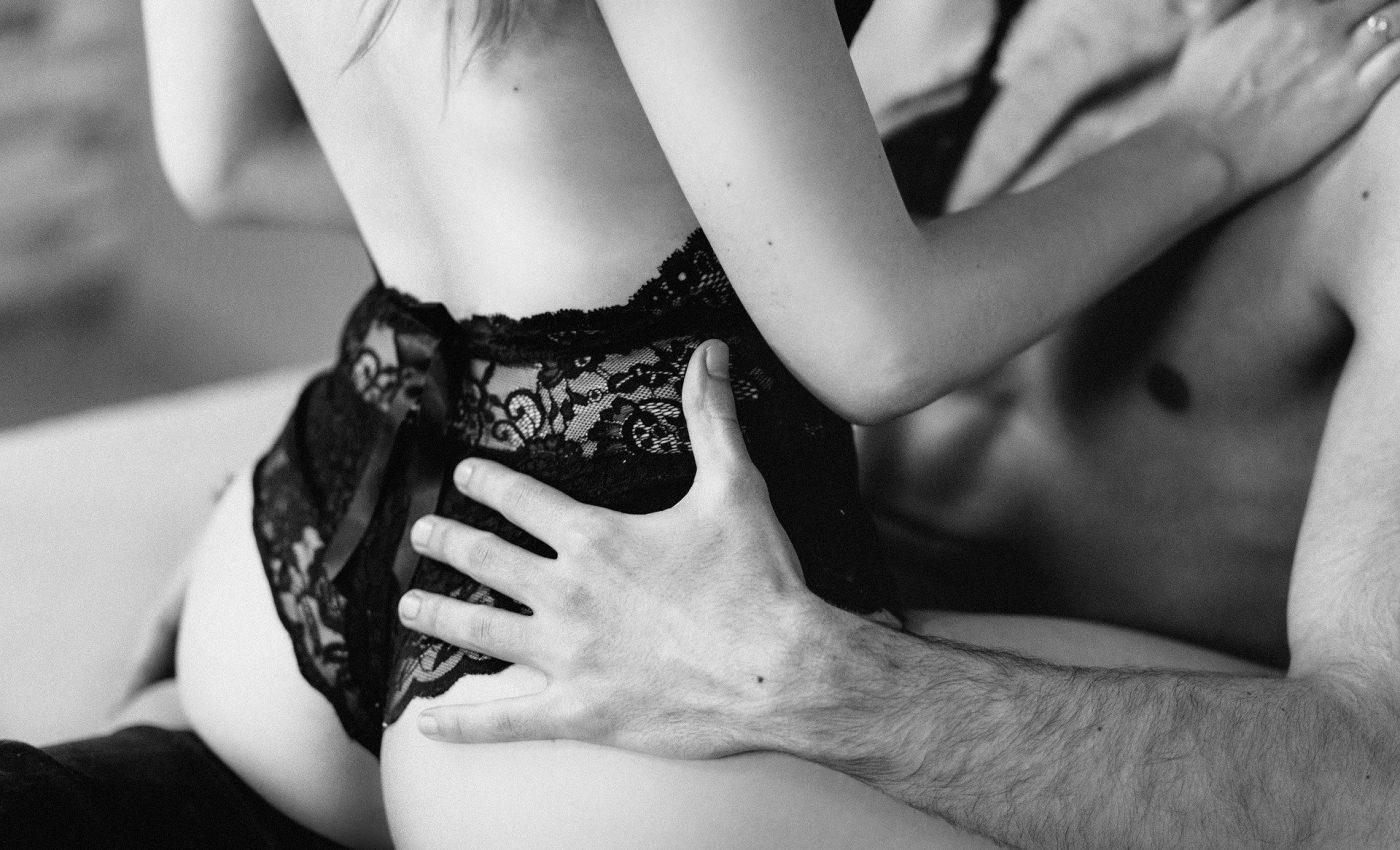 Cum să-ţi satisfaci iubita în pat - sfatulparintilor.ro - pixabay_com - people-2589818_1920