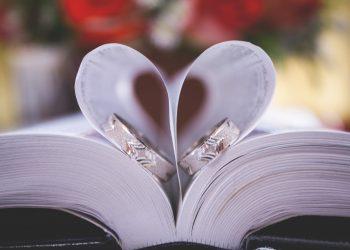 vaduva matrimoniale - sfatulparintilor.ro - pixabay_com - book-2592613_1920