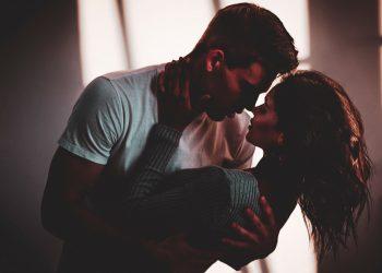 Cum saruta femeile in functie de zodie - sfatulparintilor.ro - pixabay-com - passion-4296544_1920