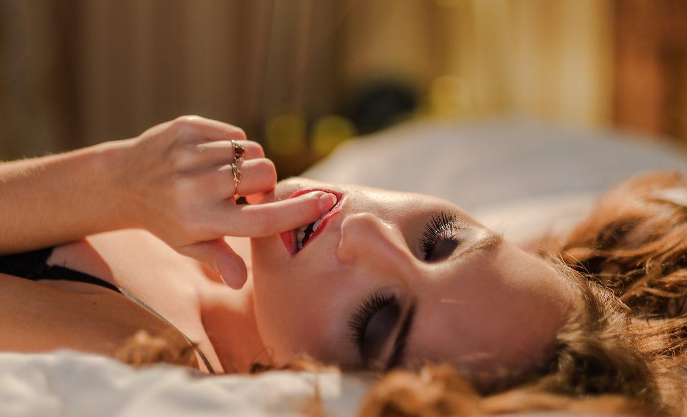jocuri erotice - sfatulparintilor.ro - pixabay_com - bed-bedroom-emotion-372020