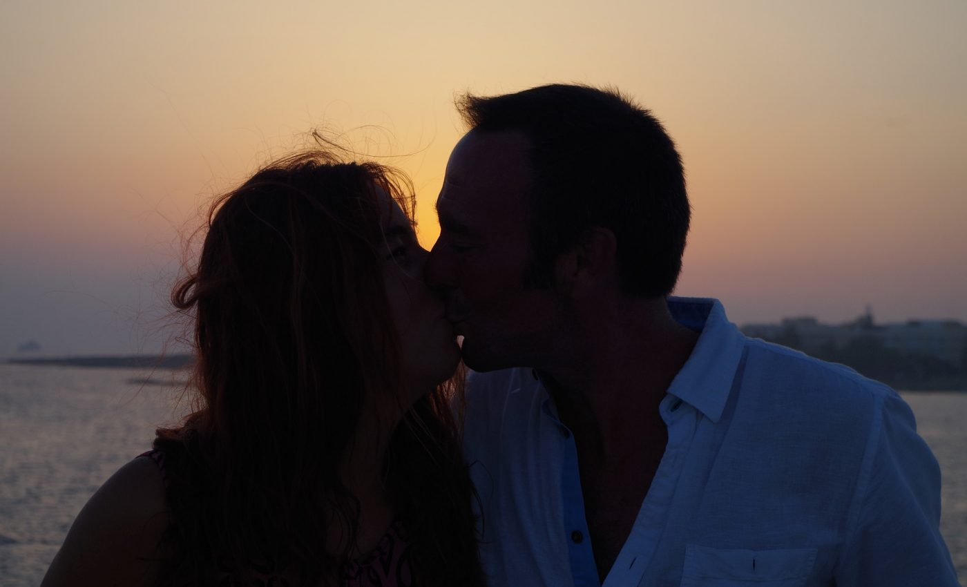 Semne ca iubita ta e maritata