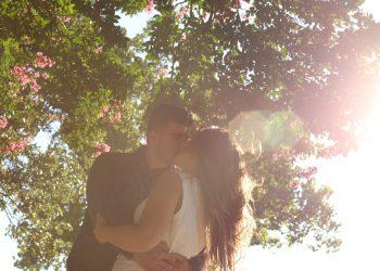 secrete sexuale barbati - sfatulparintilor.ro - pixabay_com - kissing-1149918_1920
