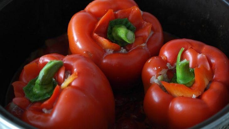 ardei umpluti de post - sfatulpaintilor.ro - pixabay_com - peppers-1300830_1920