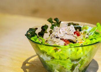 salata de ton cu porumb - sfatulparintilor.ro - pixabay_com - salad-1088411_1920