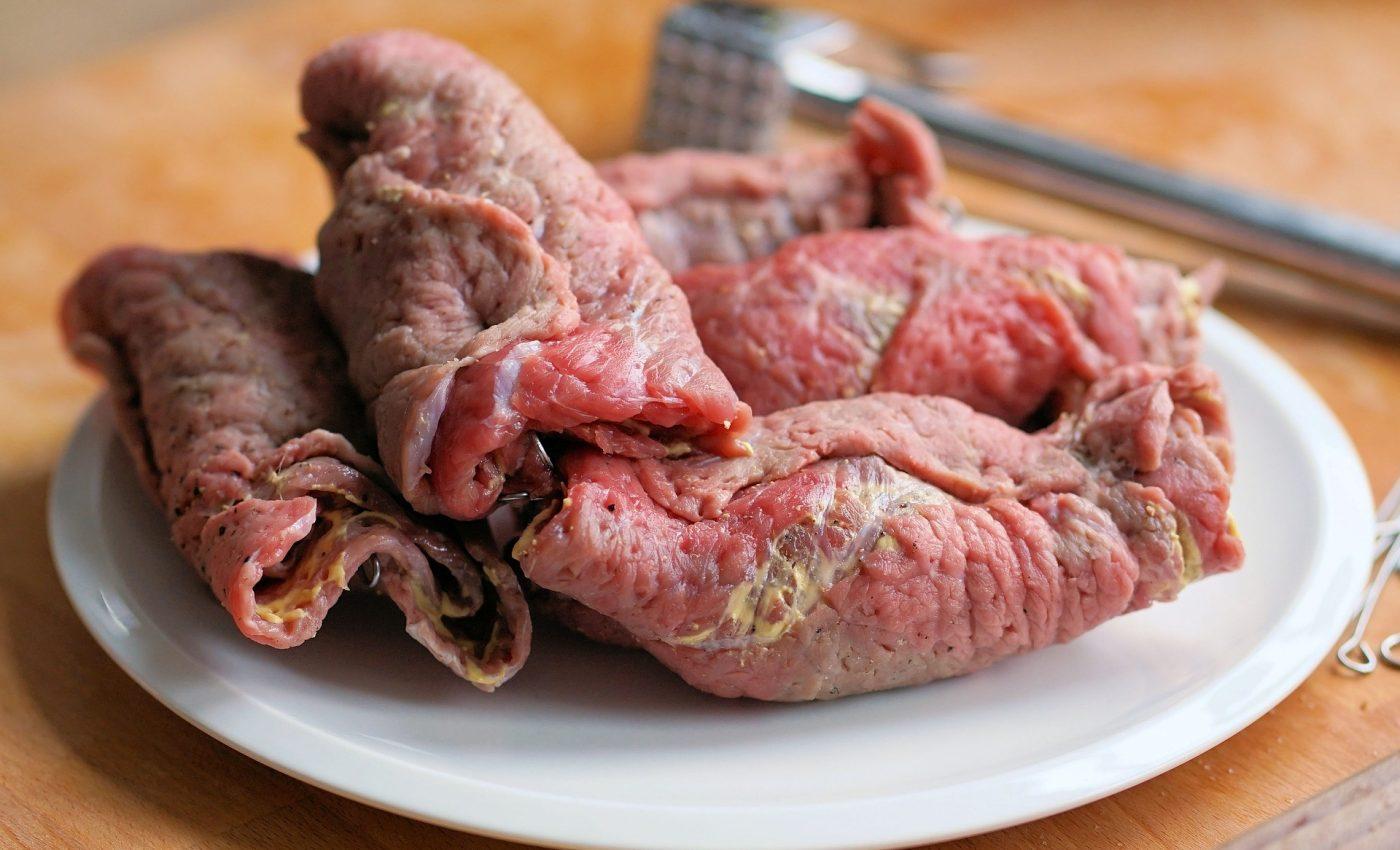 Pulpa de porc umpluta - sfatulparintilor.ro - pixabay_com - roulades-3086741_1920
