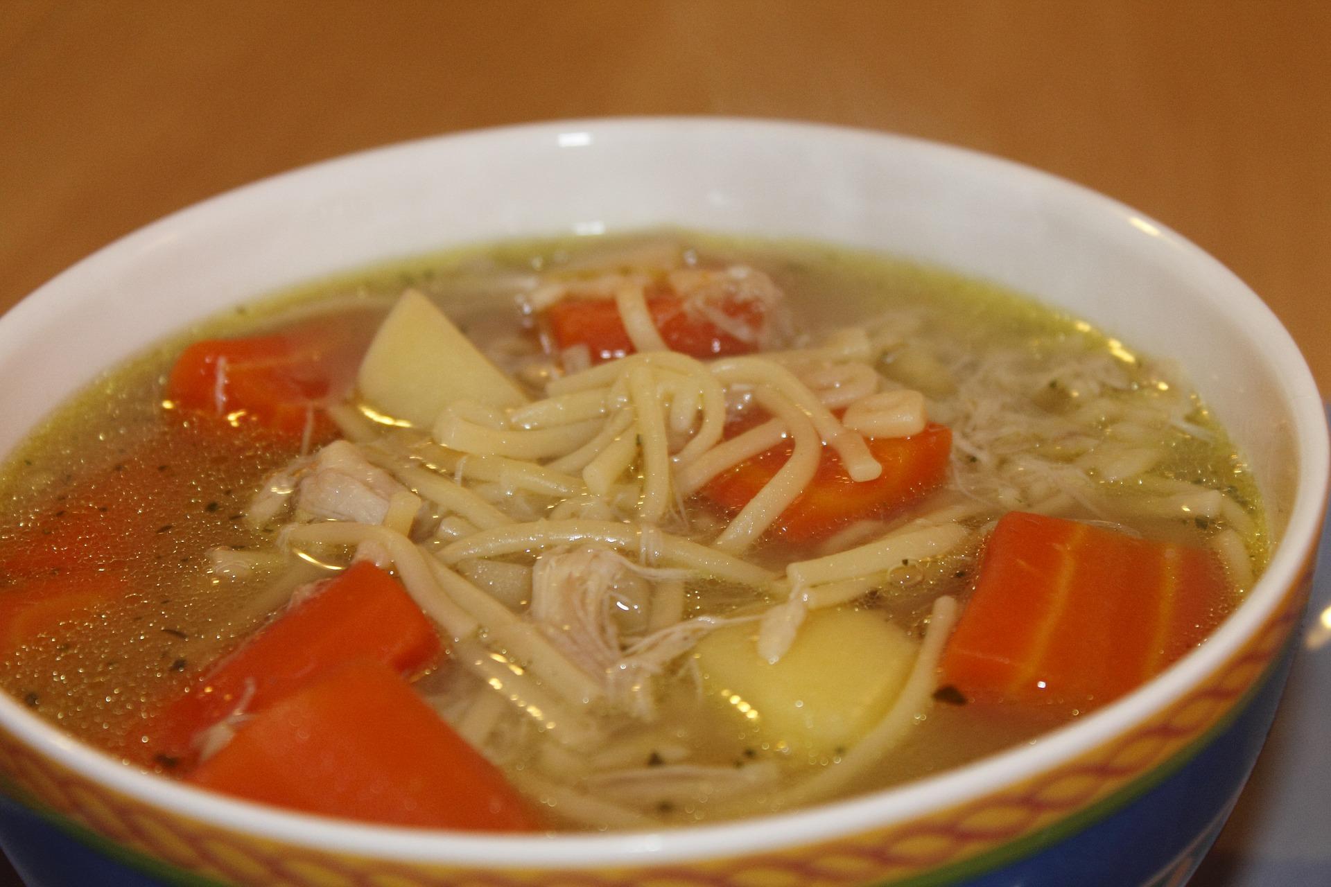 Supa de gaina cu taitei de casa