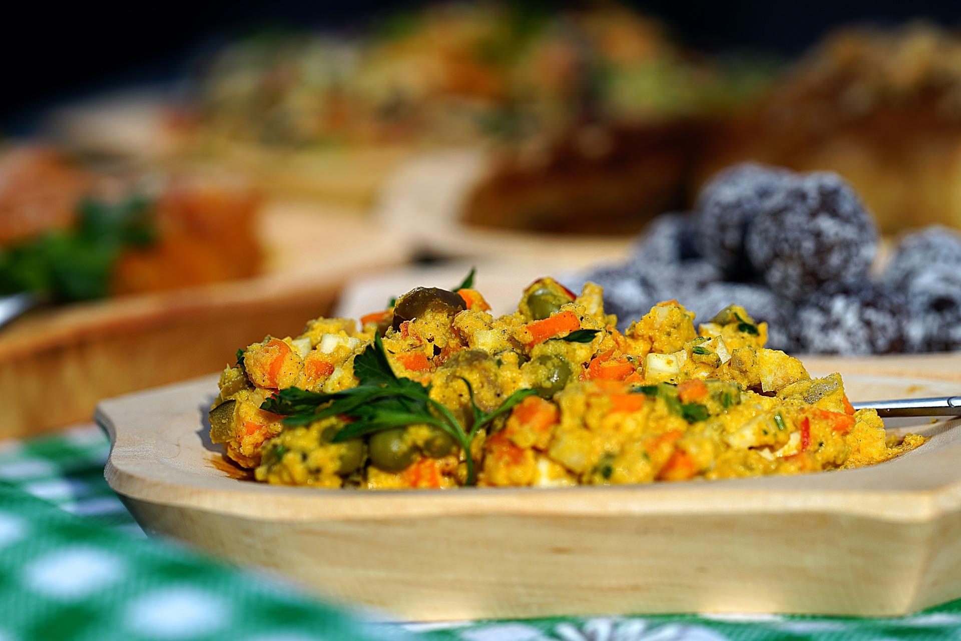 salata de pui cu legume - sfatulparintilor.ro - pixabay_com- beef-salad-without-the-beef-2686128_1920