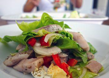 salata olandeza - sfatulparintilor.ro - pixabay_com - fish-2630887_1920