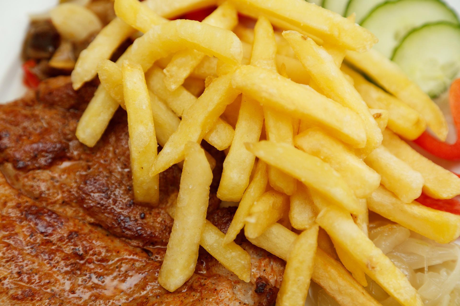 Muschi de porc la gratar cu cartofi