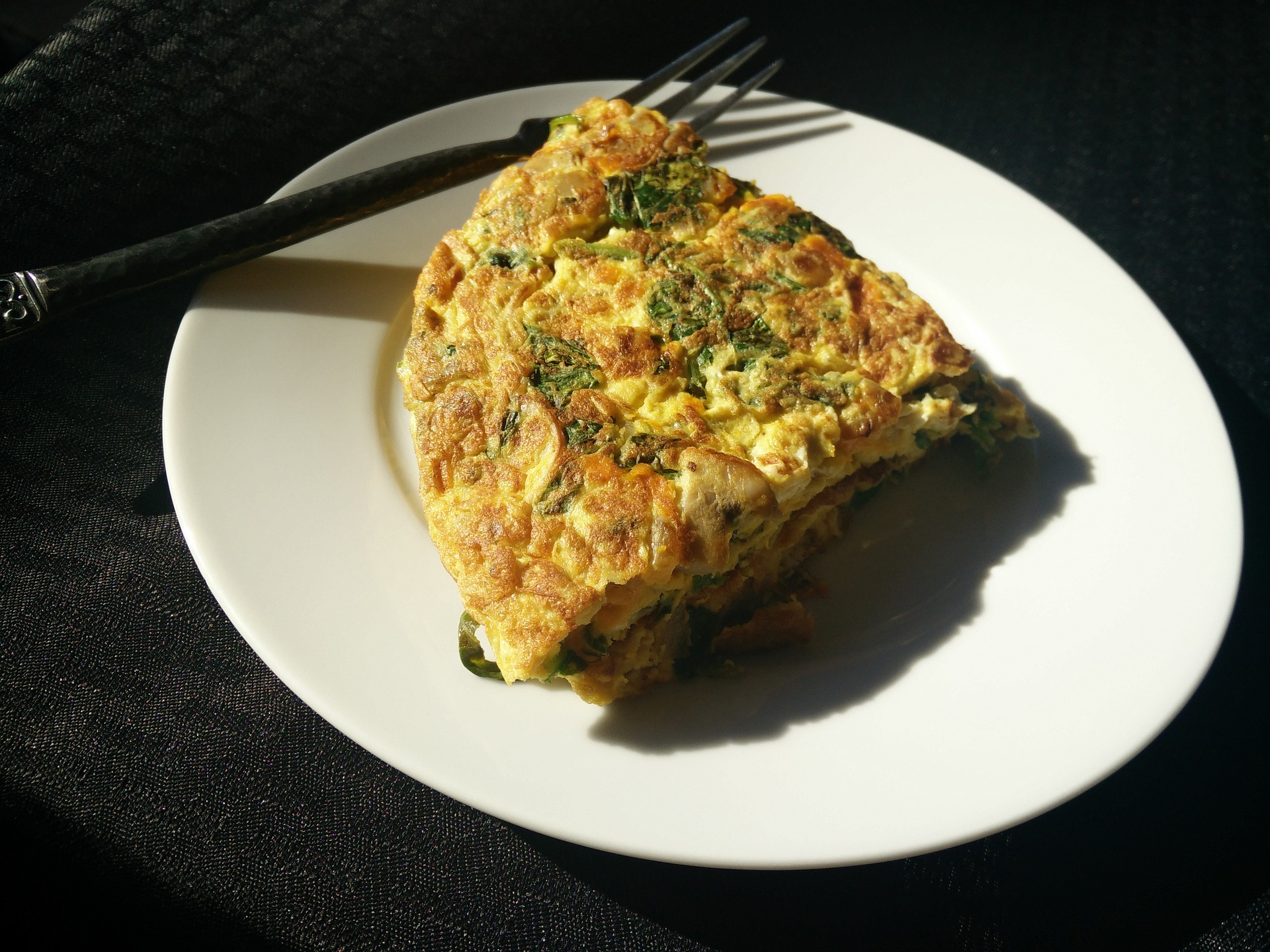 Omleta cu sunca afumata - sfatulparintilor.ro - pixabay_com - omelette-1071021_1920