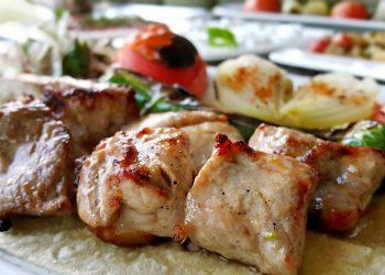 Piept de curcan pe gratar cu cartofi natur - sfatulparintilor.ro - pixabay_com - kebab-2505236_1920