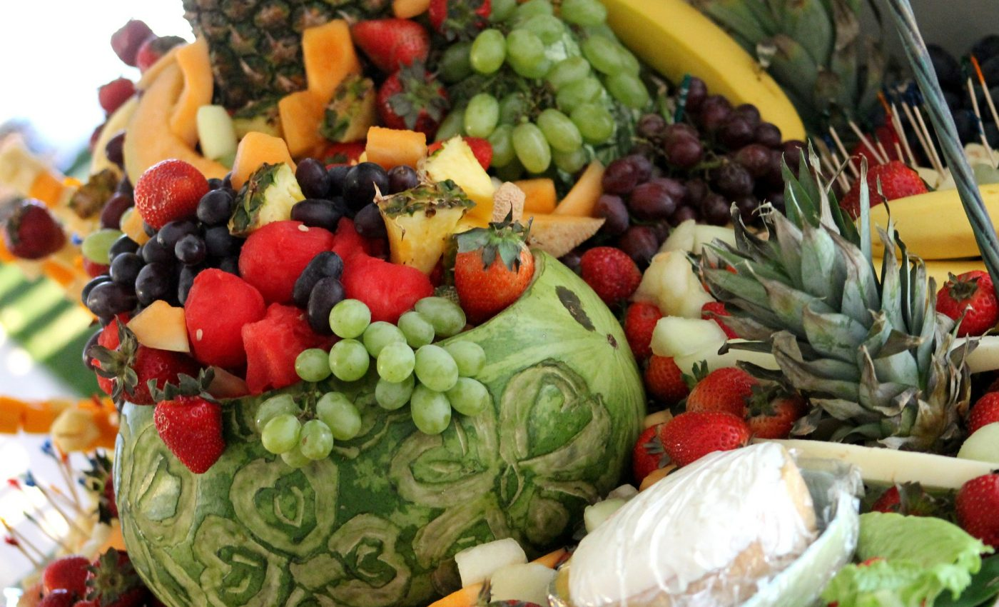 Salata de fructe in pepene galben