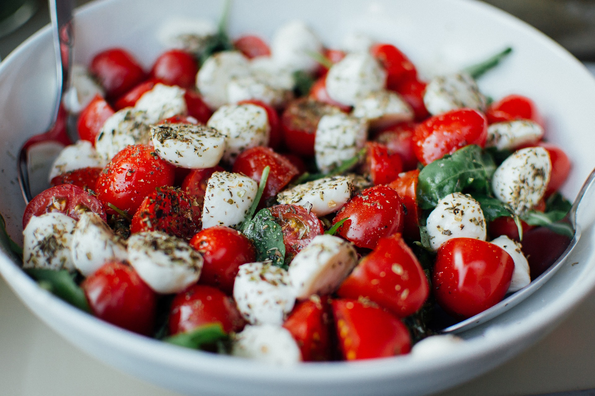 Salata de rosii cu branza - sfatulparintilor.ro - pixabay_com - tomatoes-925698_1920