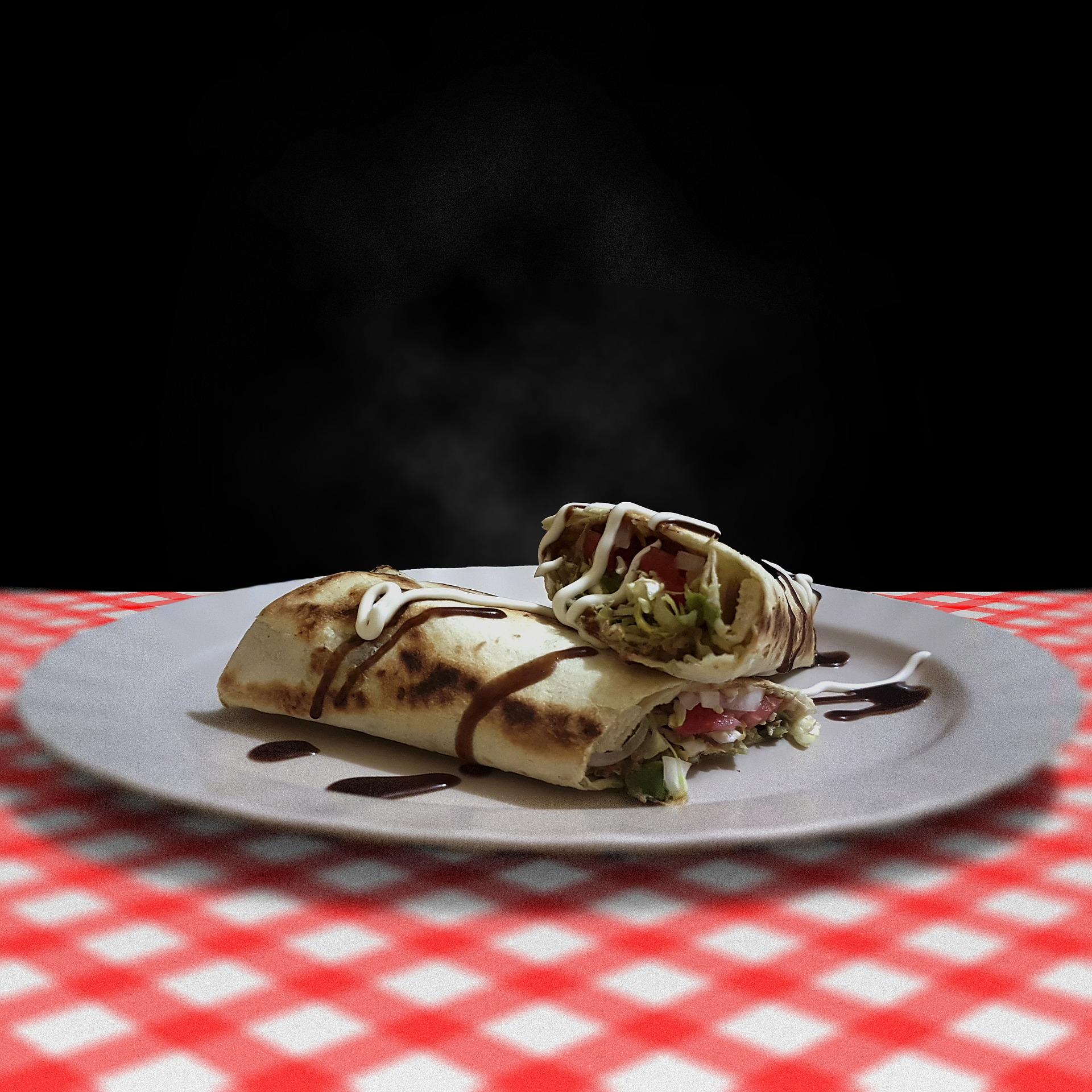 Shaorma de pui facuta in casa - sfatulparintilor.ro - pixabay_com - burrito-3500846_1920