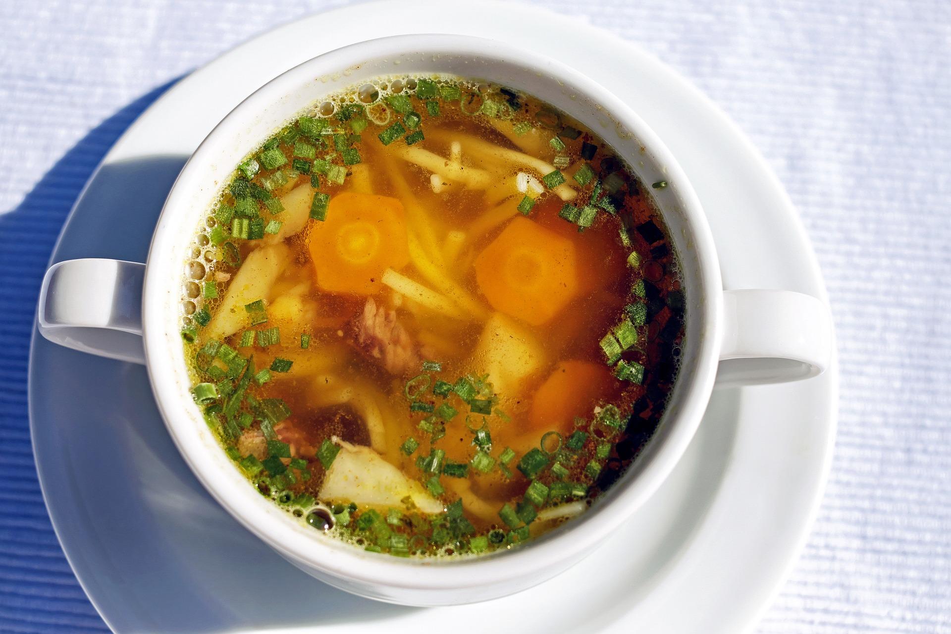 Supa de taietei cu legume - sfatulparintilor.ro - pixabay_com - soup-1503117_1920
