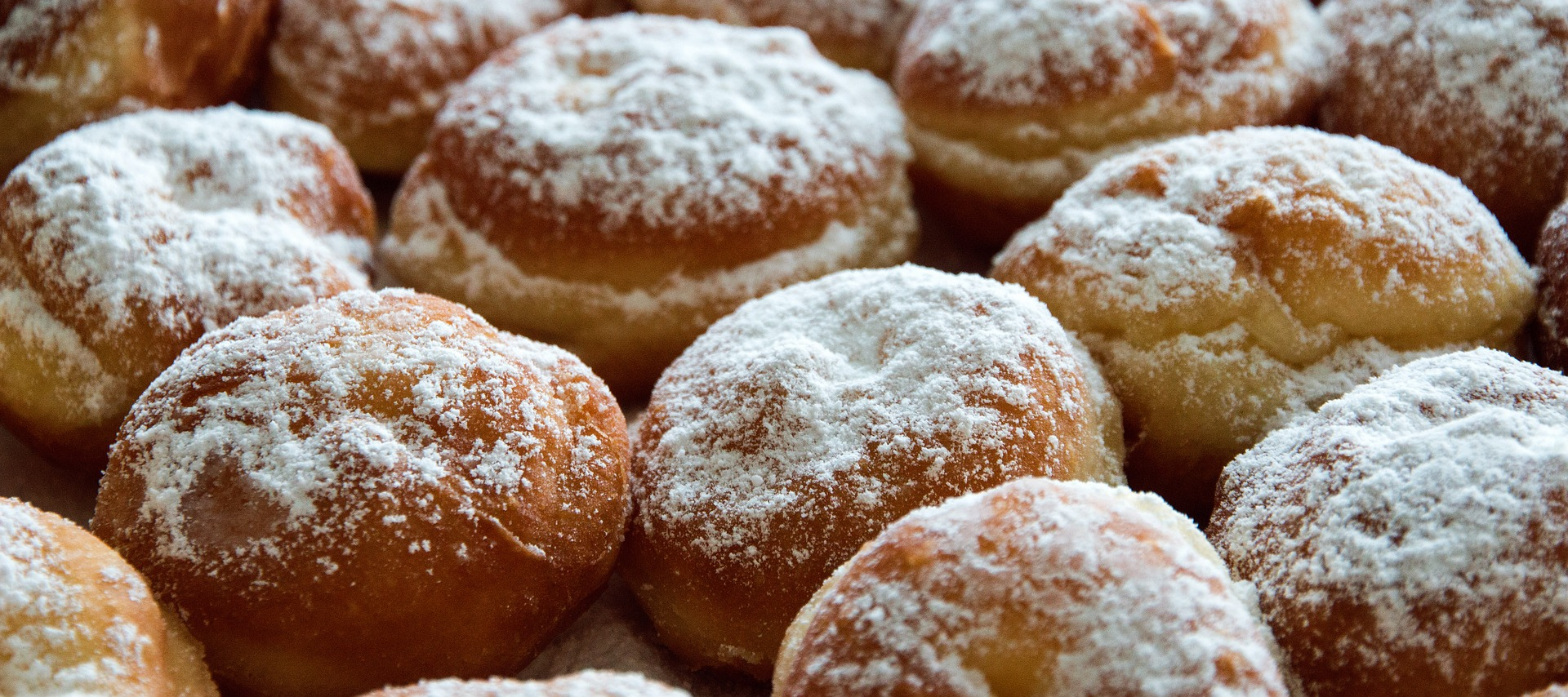 gogosi pudrate cu zahar - sfatulparintilor.ro - pixabay_com - buns-2040456_1920