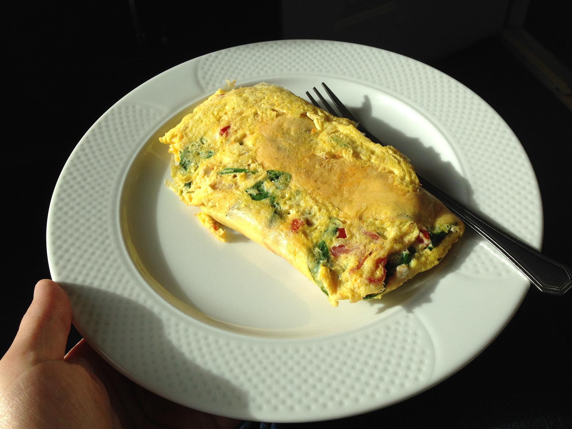 omleta cu ardei gras si kaizer - sfatulparintilor.ro - pixabay_com - omelet-648197_1920
