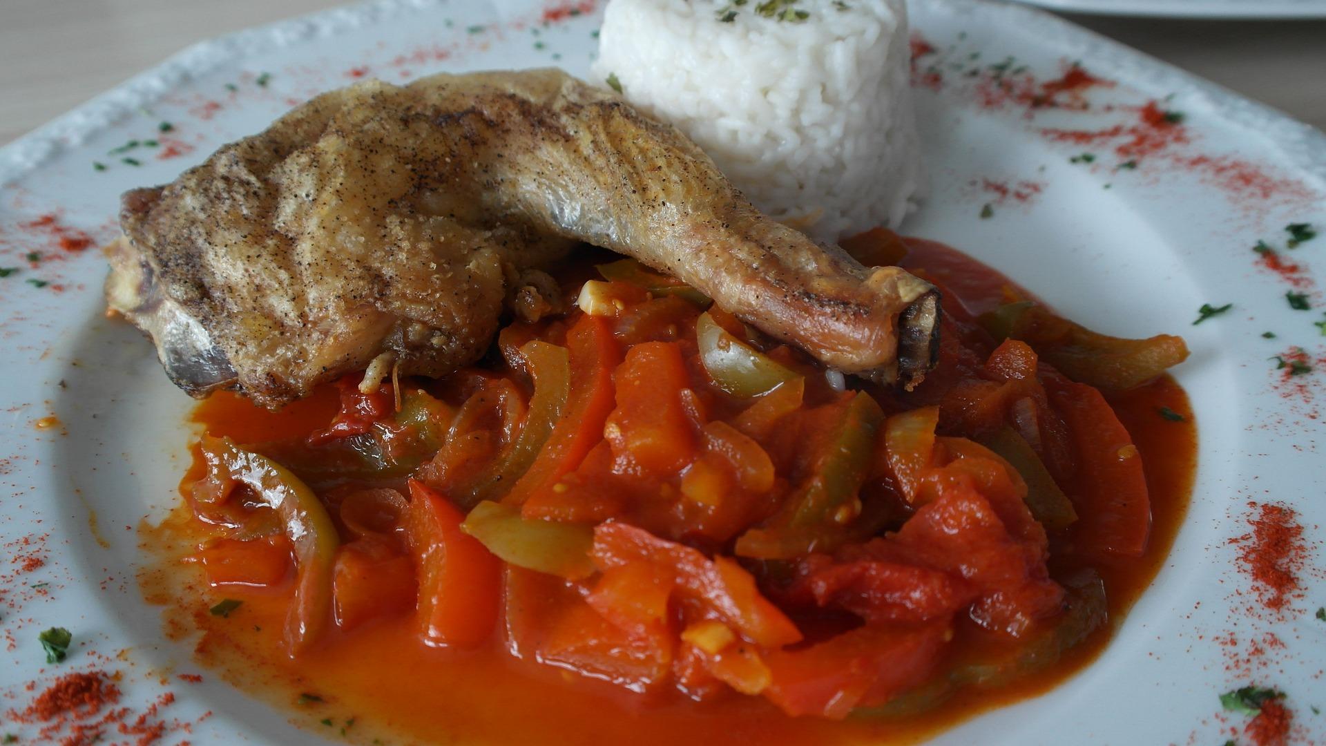 Pentru o masa savuroasa si sanatoasa, ce-ati zice de un Pui taranesc cu sos de ceapa.