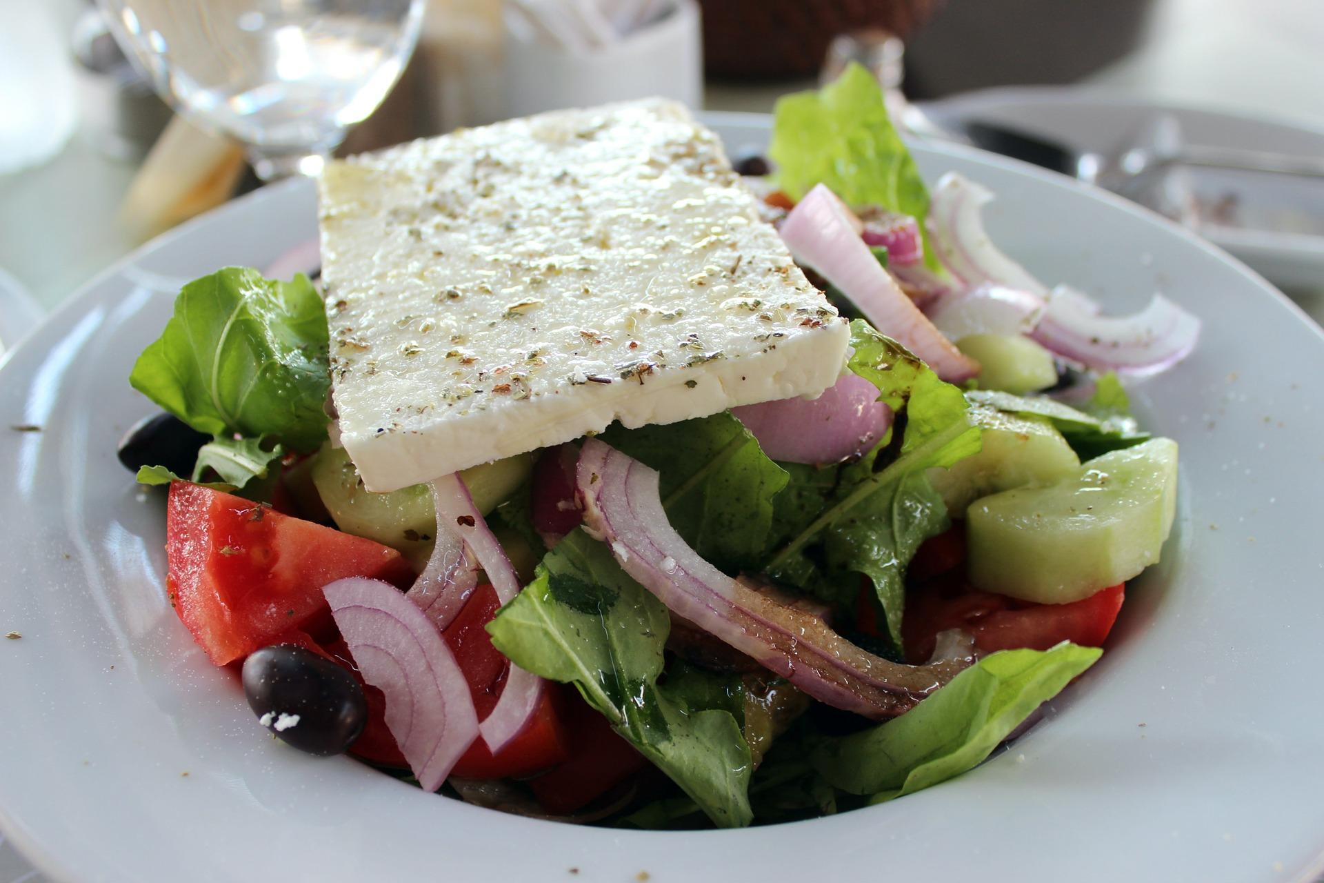 salata bulgareasca - sfatulparintilor.ro - pixabay_com - feta-cheese-581848_1920