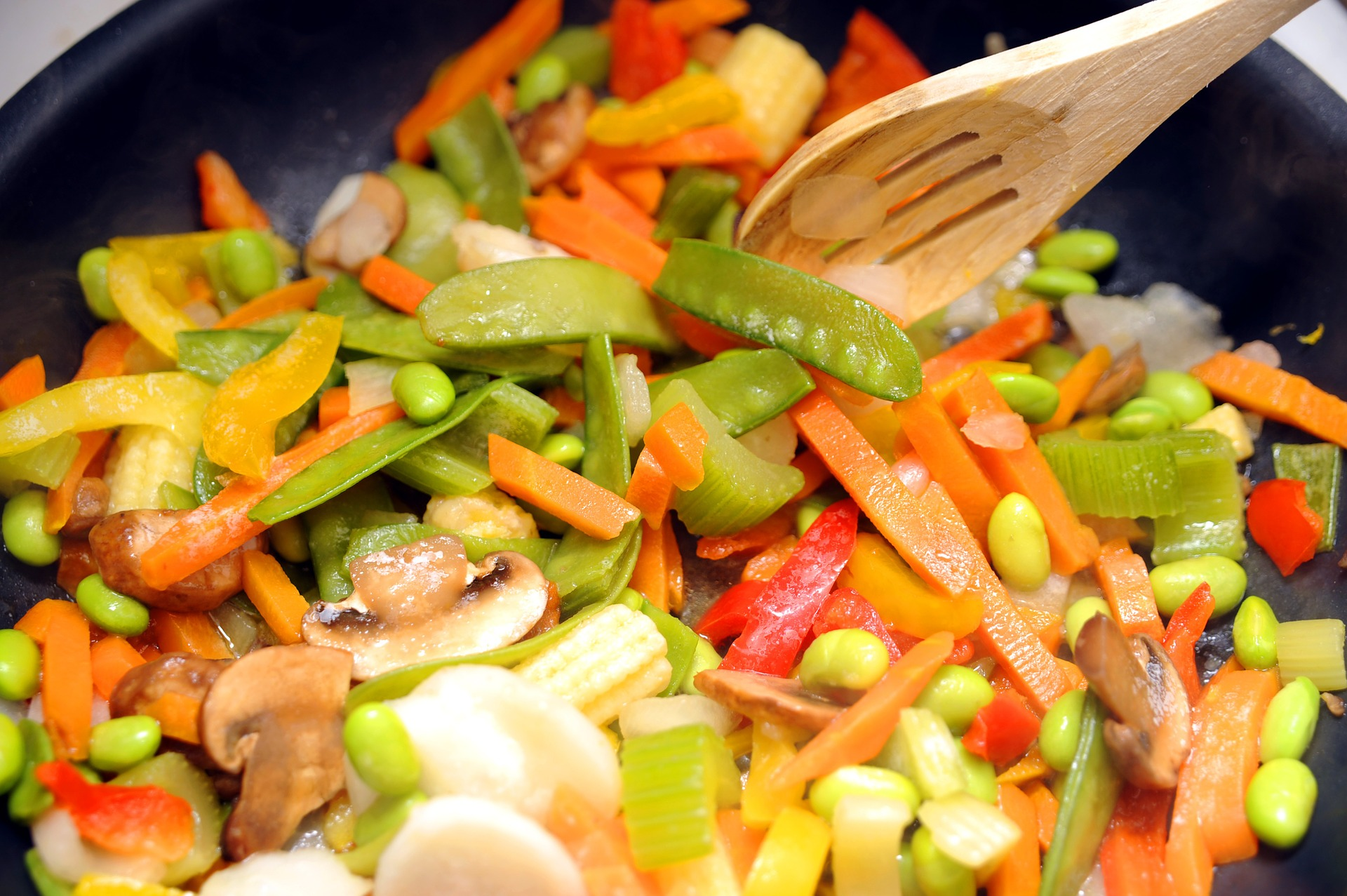 salata calda - sfatulparintilor.ro - pixabay_com - salad-dish-844144_1920