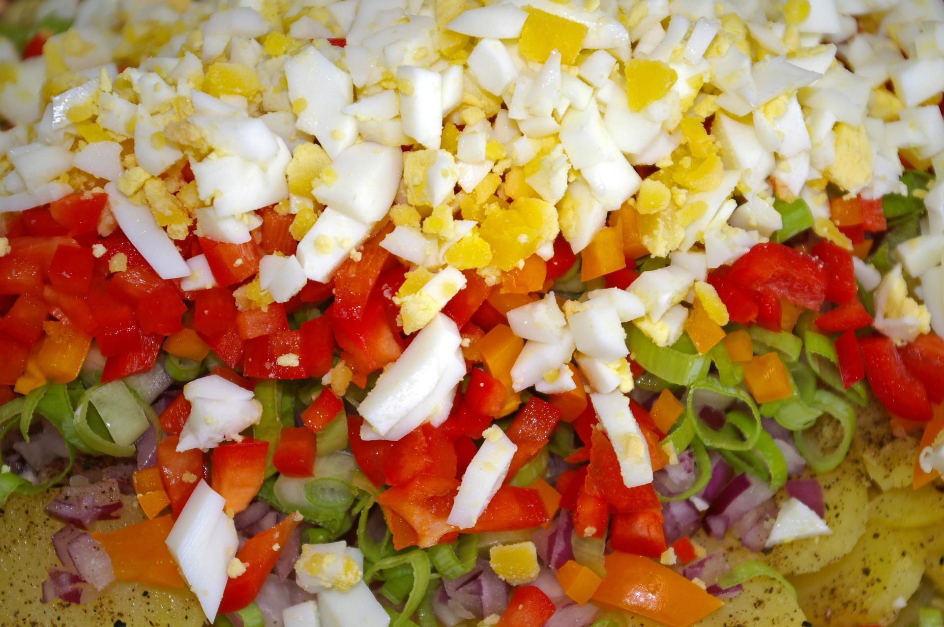 Salata de cartofi cu ou si gogosari