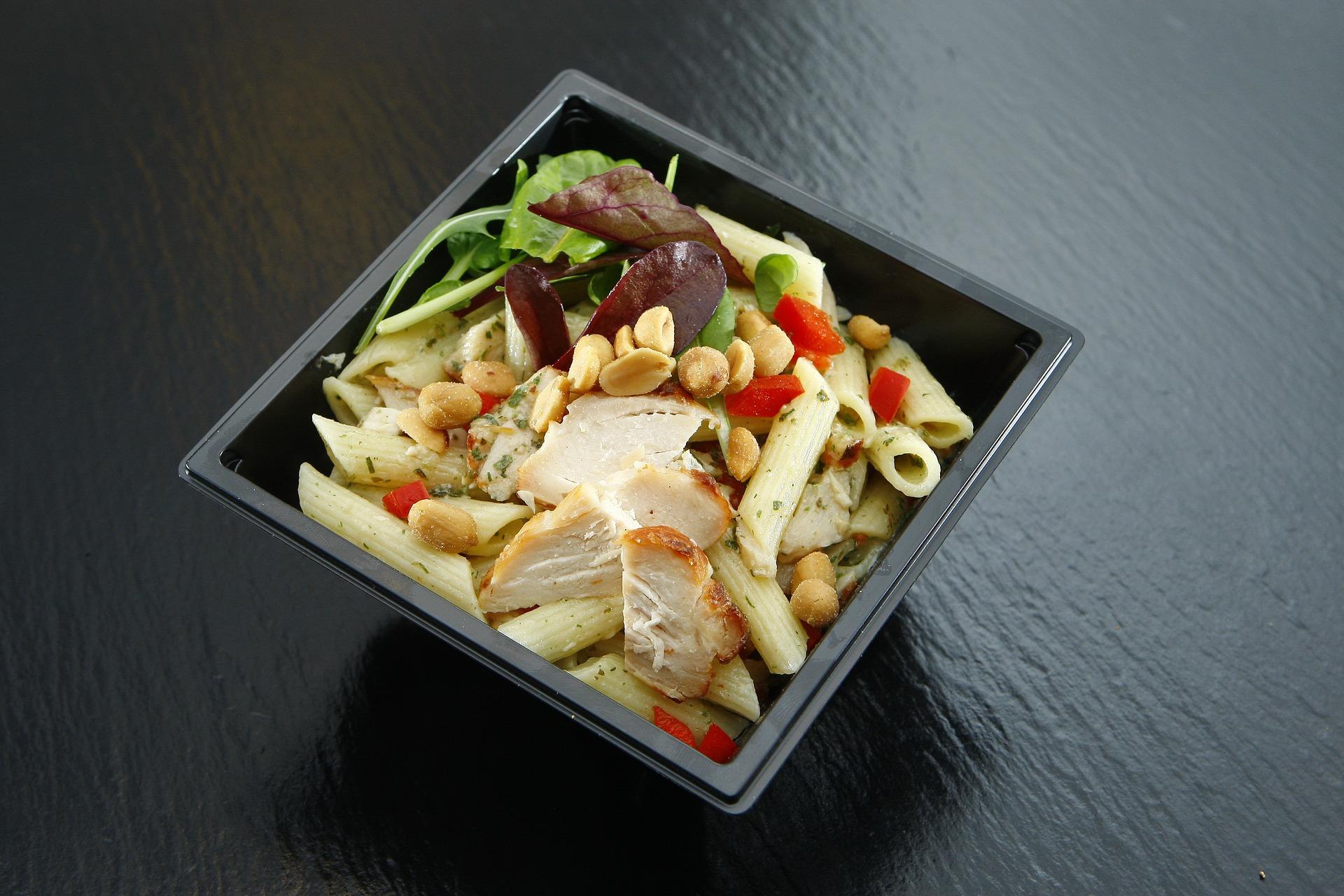 salata de paste - sfatulparintilor.ro - pixabay_com - takeaway-1625652_1920