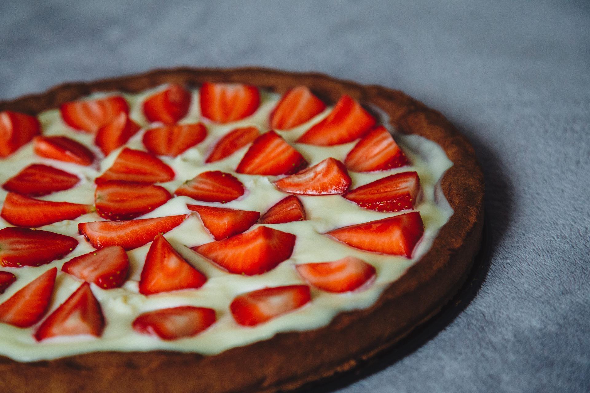 tarta cu capsuni - sfatulparintilor.ro - pixabay_com - cake-486420_1920