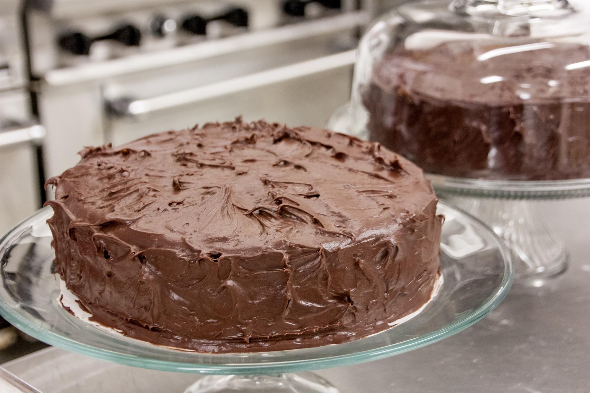 tort cu crema de ciocolata - sfatulparintilor.ro - pixabay_com - chocolate-1121356_1920