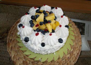 Tort cu frisca si ananas
