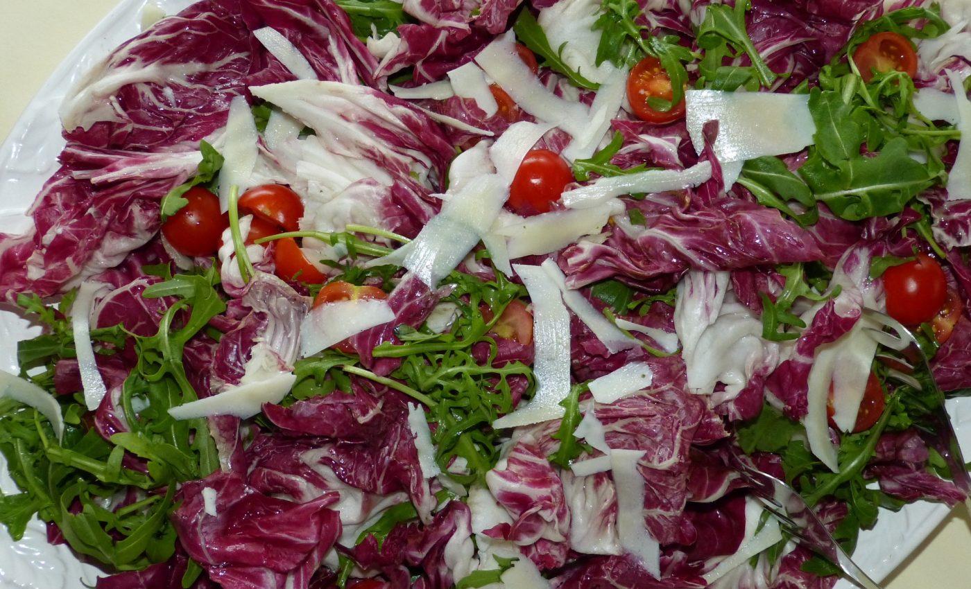 salata de varza cu rosii - sfatulparintilor.ro - pixabay_com - radicchio-797312_1920