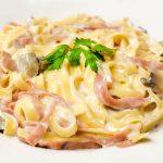 Spaghete cu carne si sos alb
