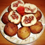 Galuste de cartofi umplute cu carnati
