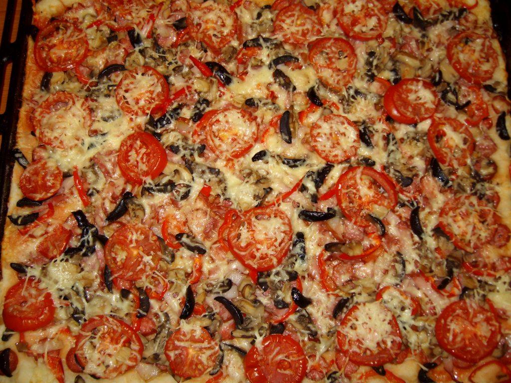 Pizza cu ciuperci si cascaval