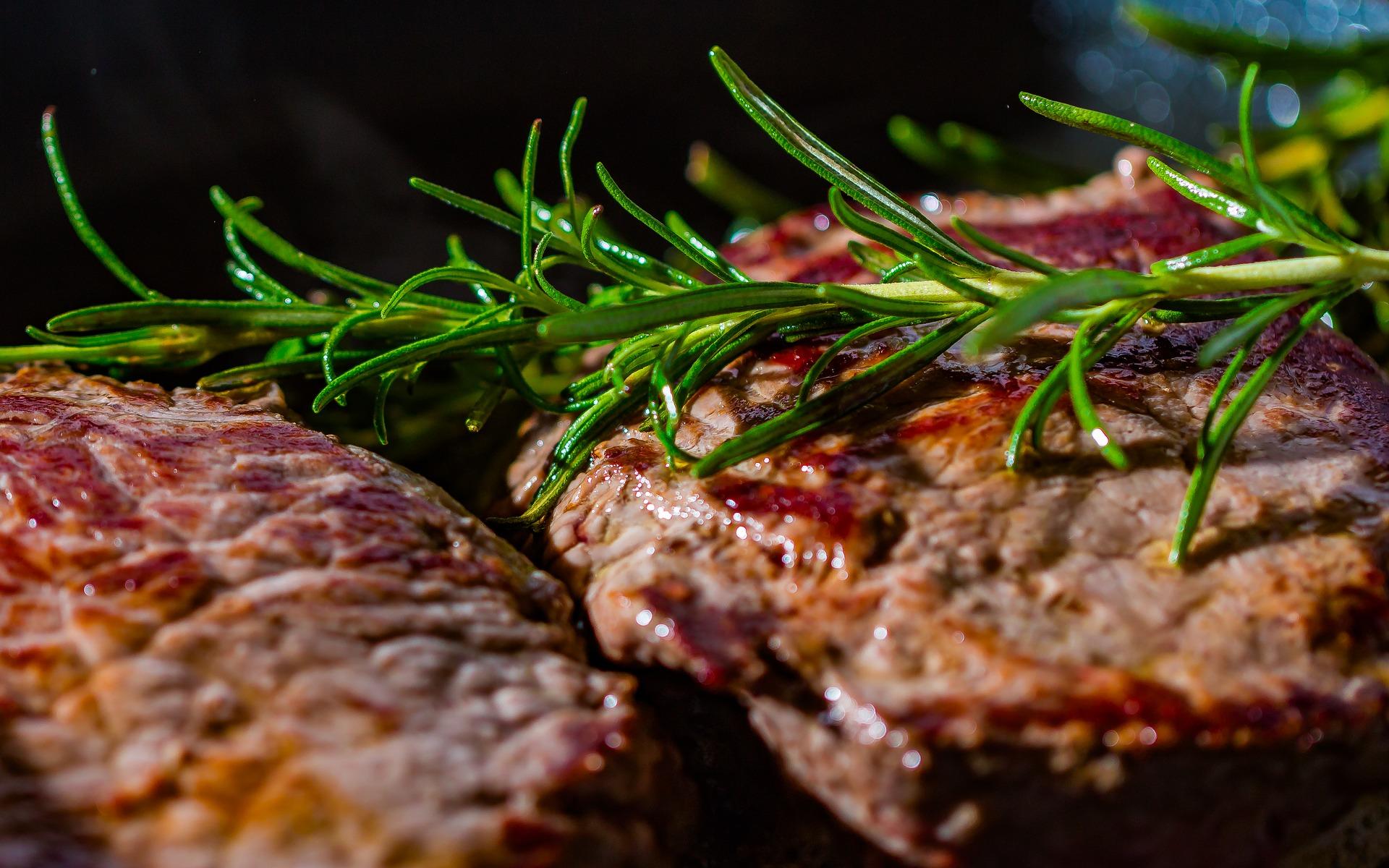 Friptura de porc pe gratar - sfatulparintilor.ro - pixabay-com - steak-2936531_1920