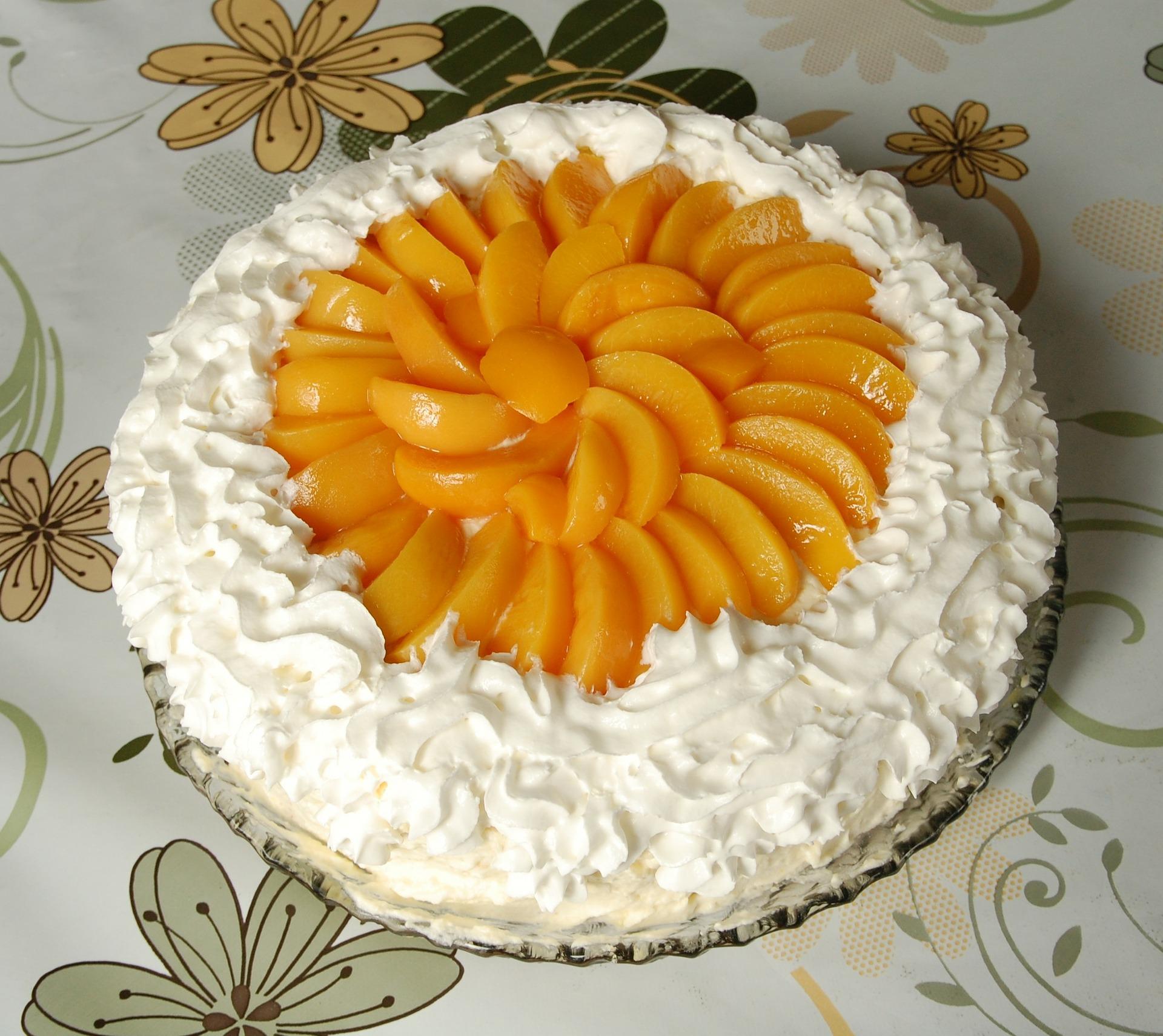 tort cu iaurt si piersici - sfatulparintilor.ro - pixabay_com - cake-221904_1920
