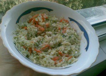 Salata de varza cu dressing de iaurt